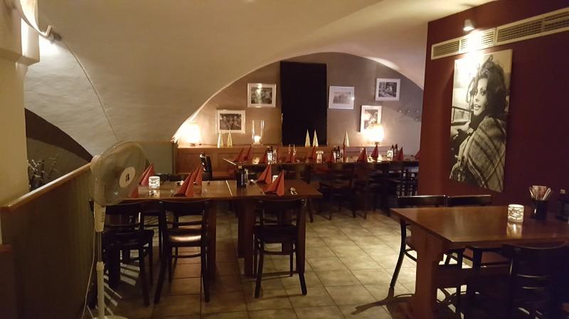 papageno in 93047 regensburg pizzeria restaurant internationale k che terrasse wirtshausfreunde. Black Bedroom Furniture Sets. Home Design Ideas