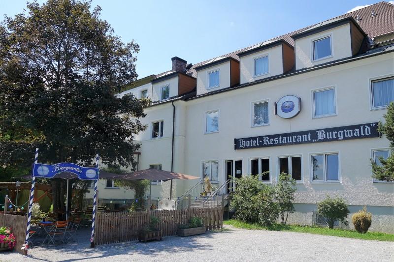 Hotel-Restaurant Burgwald in 94034 Passau: Biergarten, Hotel ...