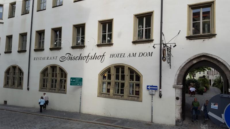 bischofshof am dom in 93047 regensburg biergarten brauereigasthof hotel restaurant. Black Bedroom Furniture Sets. Home Design Ideas