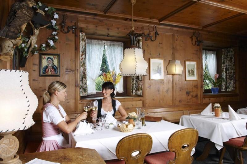 gasthof zur m hle in 85737 ismaning biergarten hotel restaurant internationale k che. Black Bedroom Furniture Sets. Home Design Ideas