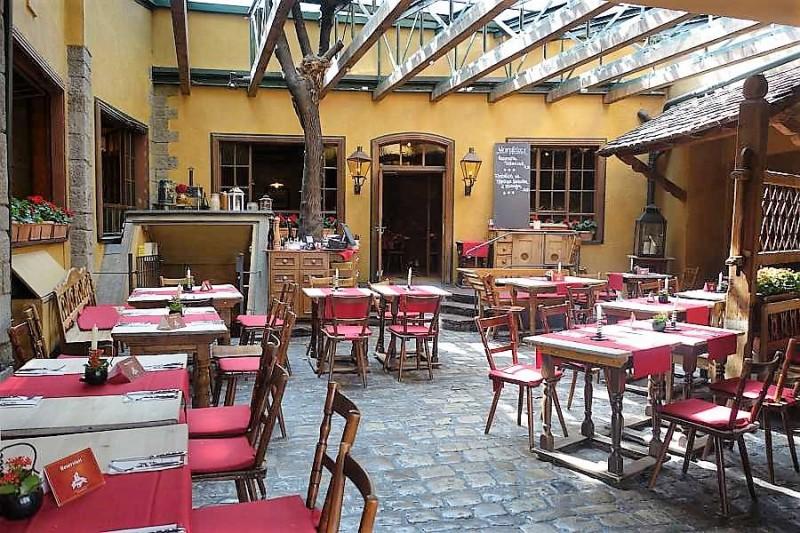 back fele in 97082 w rzburg restaurant regionale k che weinlokal wirtshausfreunde. Black Bedroom Furniture Sets. Home Design Ideas